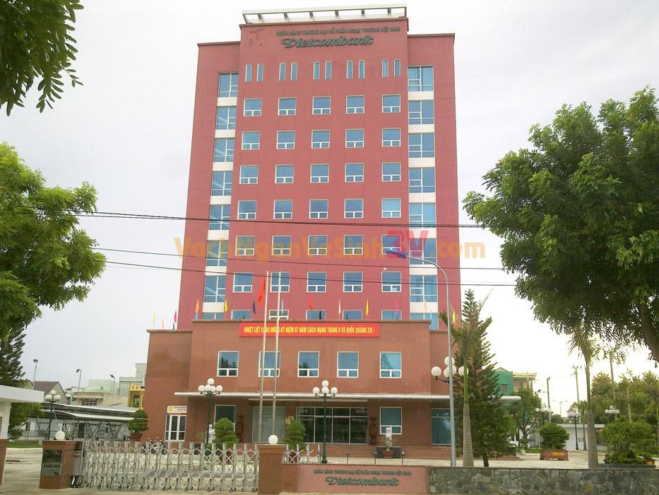 Vách ngăn vệ sinh Compact Trụ sở Ngân hàng Vietcombank Cà Mau