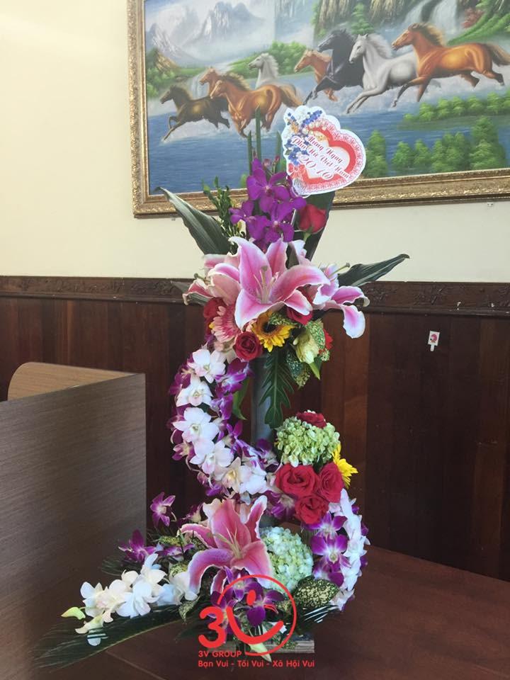 Ban Giám đốc gửi tặng lẵng hoa tươi thắm đến các nữ nhân viên các phòng ban cùng những lời chúc tốt đẹp nhất