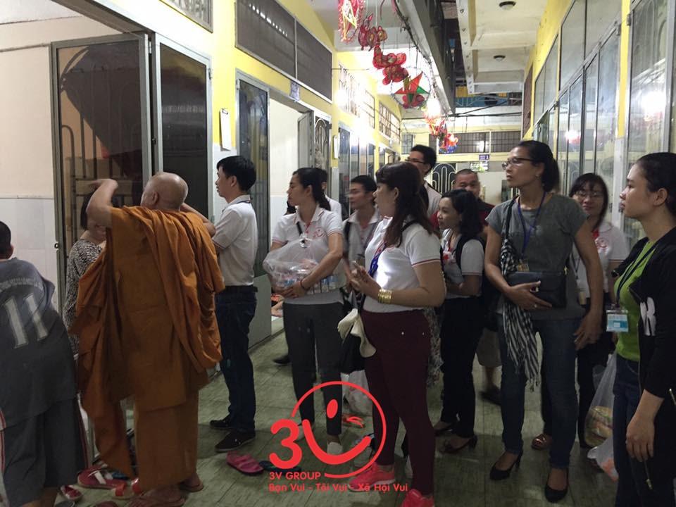 Chiều ngày 29/10/2016, chuyến đi thiện nguyện được tổ chức với sự tham gia của ông Lê Đức Hà – Tổng Giám đốc công ty 3V cùng nhân viên các phòng ban và đội sản xuất.