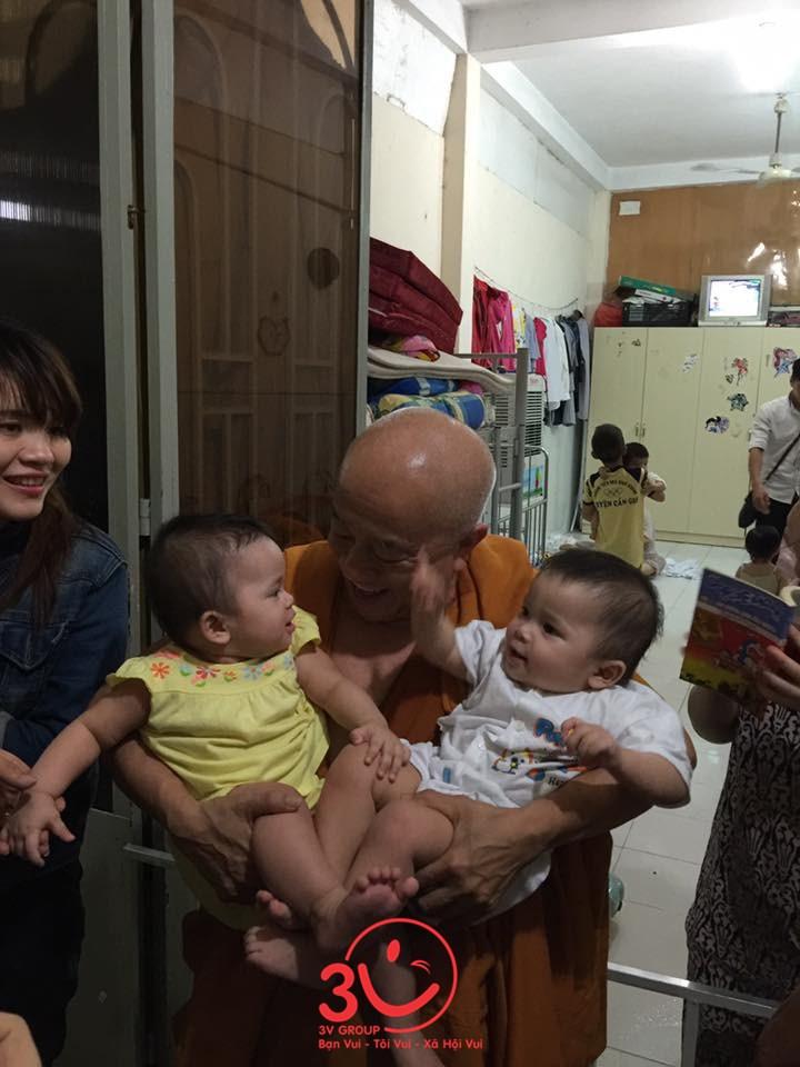 Trụ Trì Thích Thiện Chiếu với tấm lòng bao la cưu mang các em nhỏ