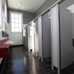 Vách ngăn vệ sinh Composite – Lựa chọn hoàn hảo cho công trình