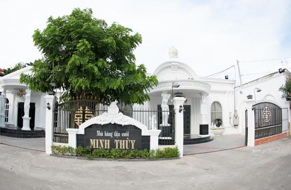 3V lắp đặt vách ngăn vệ sinh nhà hàng tiệc cưới Minh Thùy quận Thủ Đức