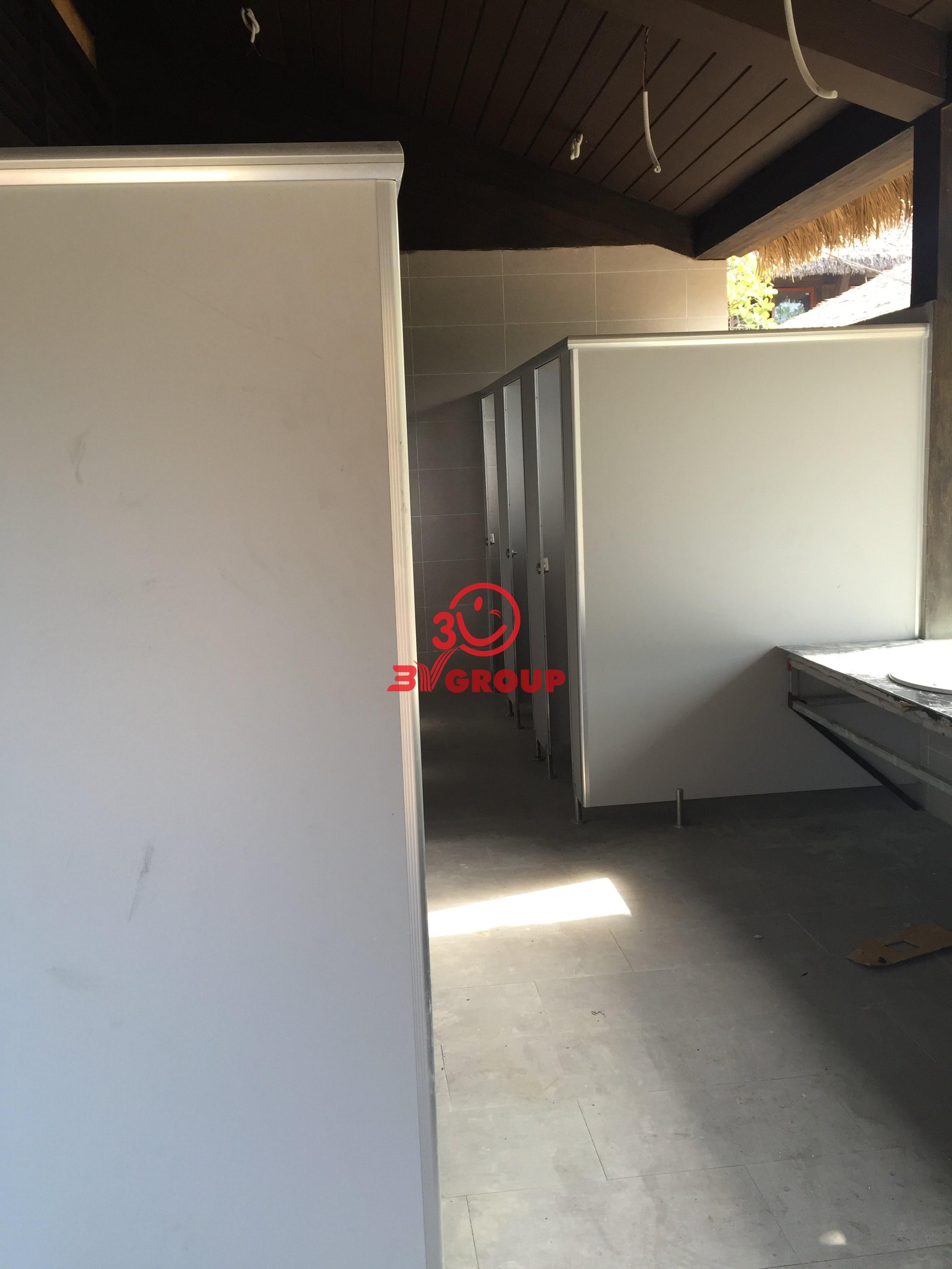 Vách ngăn vệ sinh compact Nhà điều hành Công trình Cảng Cà Mau