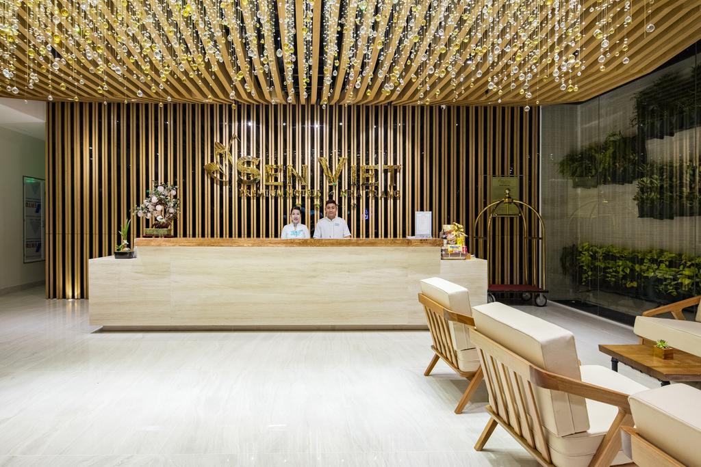 Làm vách ngăn phòng vệ sinh composite ở Sen Việt Hotel, Nha Trang, Khánh Hoà