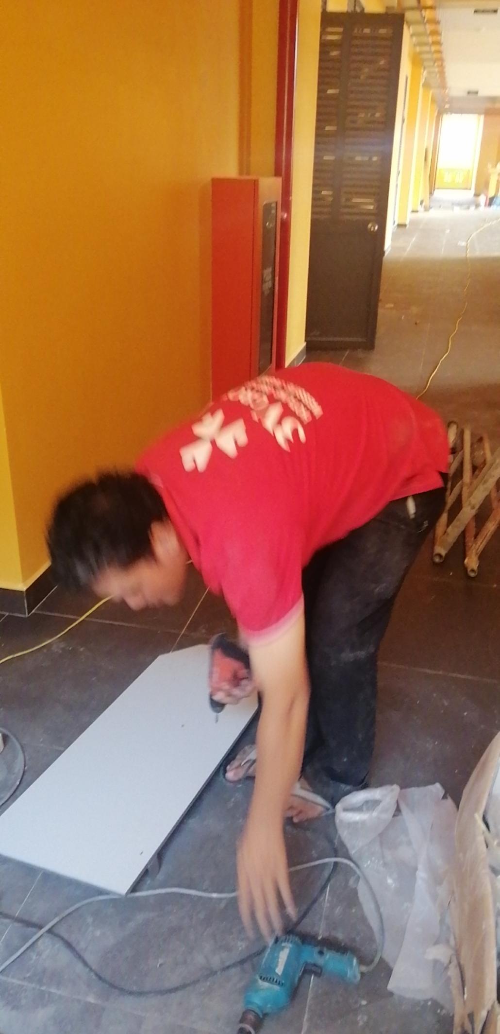Làm tấm ngăn vách wc theo tiêu chuẩn nghiệm thu