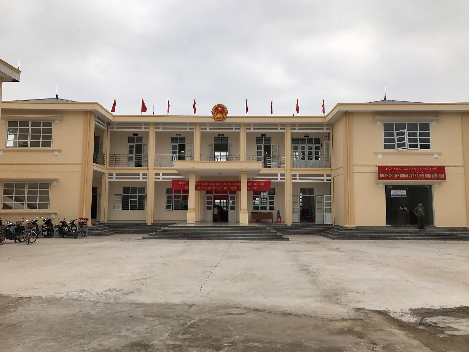 Thi công tấm nhựa compact toilet ở Trụ sở UBND Bình Ba, Bà Rịa Vũng Tàu