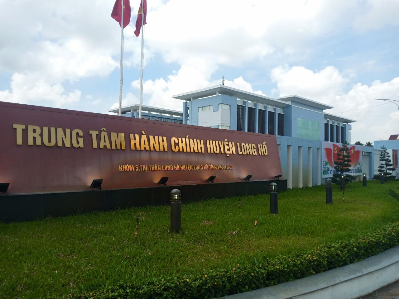 Làm vách ngăn nhà vệ sinh cao cấp giá rẻ cho Trung tâm hành chính huyện Long Hồ, Vĩnh Long