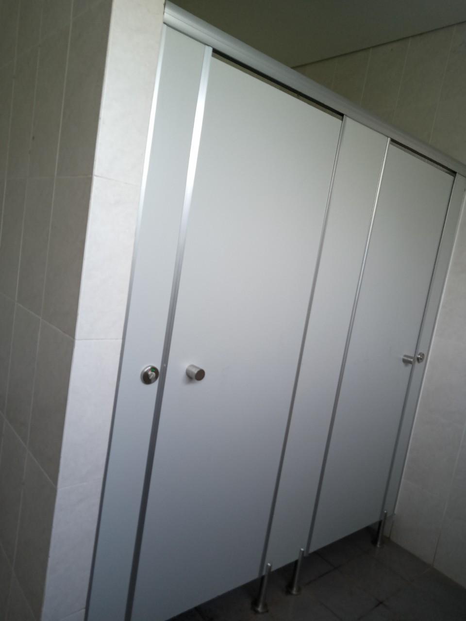 Ưu điểm của vách ngăn wc compact
