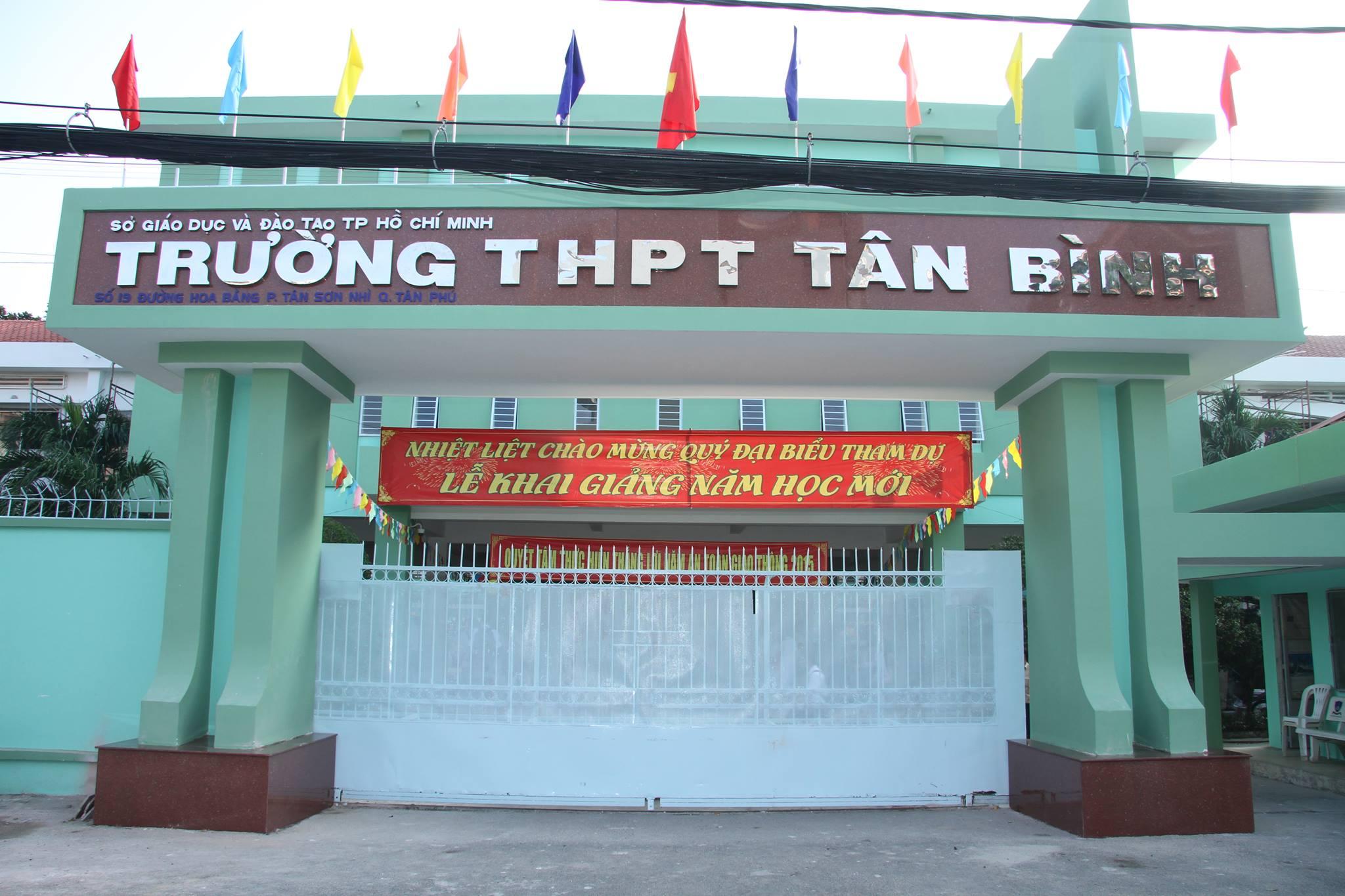 Thi công vách ngăn tấm compact đẹp cho Trường THPT Tân Bình, TP HCM