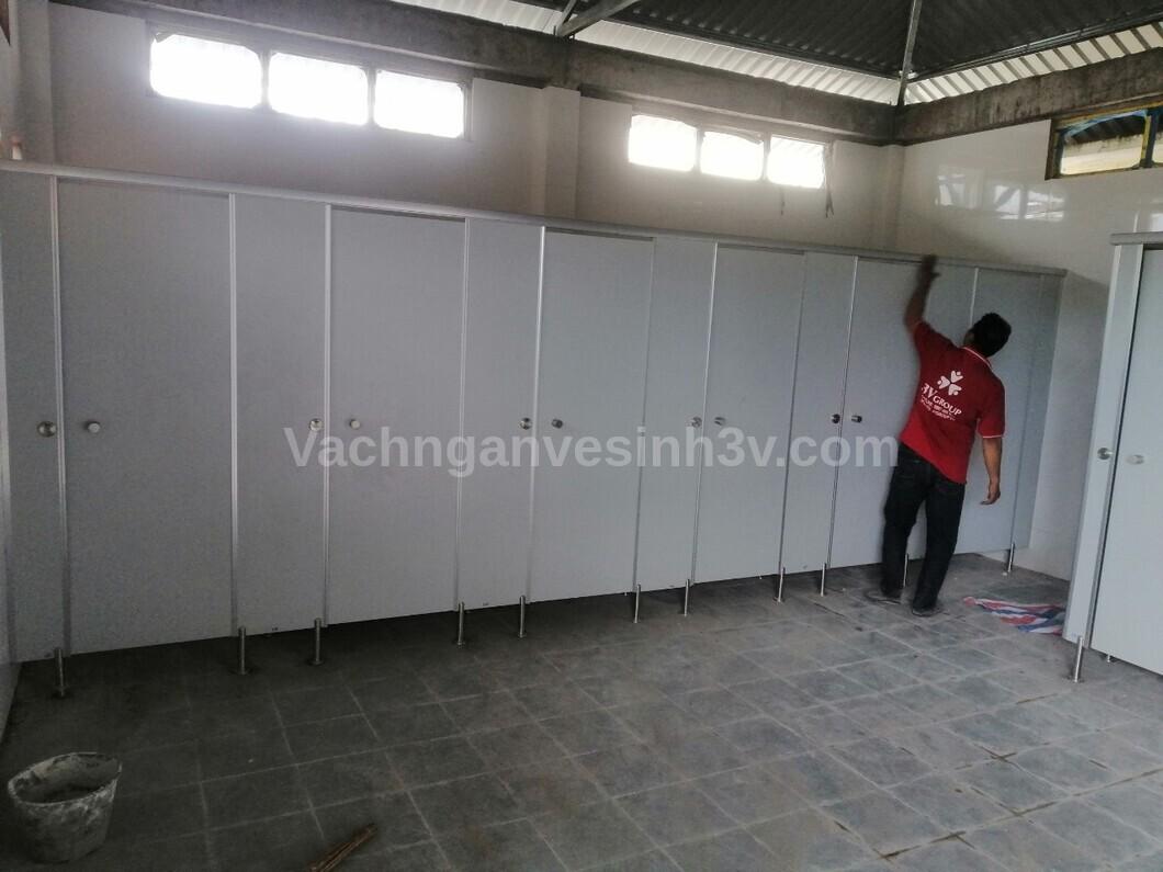 Vách ngăn toilet Trường TH Hưng Lợi đi đầu xu hướng