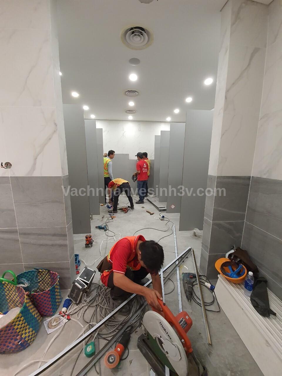 3V thi công vách Compact Trung tâm Thương mại và Giải trí Cà Na - Tây Ninh