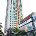 Lắp đặt tấm vách ngăn vệ sinh compact tại tòa nhà VNT Tower Hà Nội