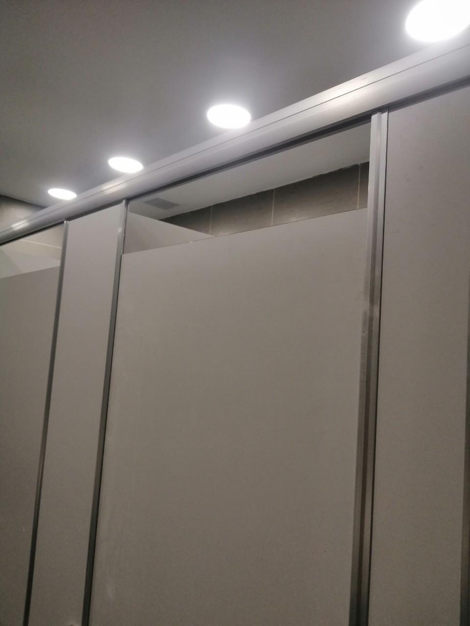 đánh giá bộ phụ kiện vách ngăn vệ sinh hoode hd 150