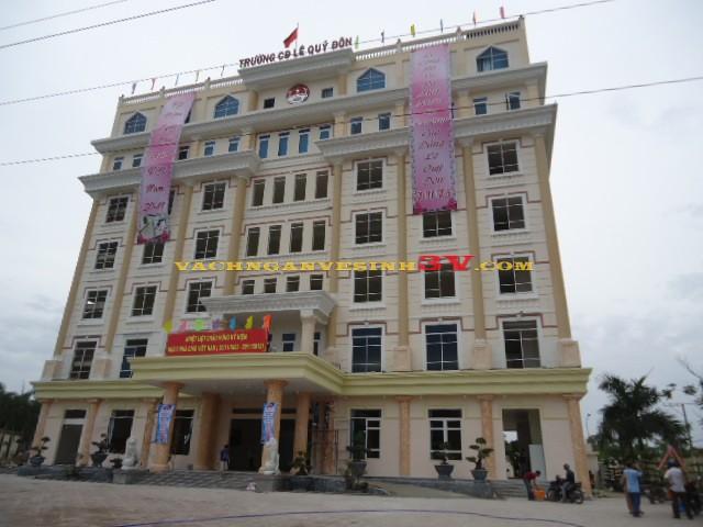 Vách ngăn nhà vệ sinh tại Trường CĐ Lê Quí Đôn – Biên Hòa – Đồng Nai