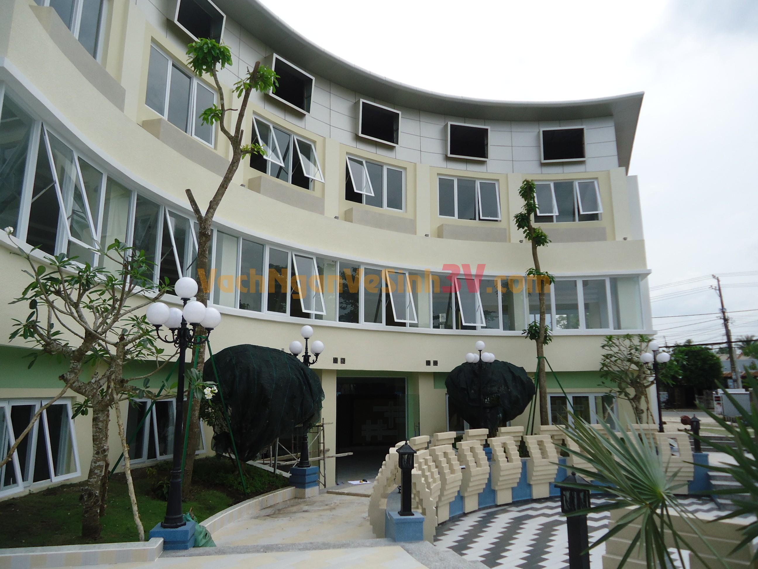 Vách ngăn vệ sinh tại quán Cafe, Thành phố Mỹ Tho, Tỉnh Tiền Giang
