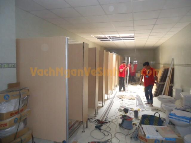Vách ngăn phòng vệ sinh tại Nhà máy Dệt May Phong Phú, Quận 2, TP HCM