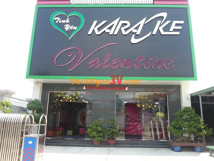 Vách ngăn phòng vệ sinh tại Karaoke Valentine, Quận 10, TPHCM