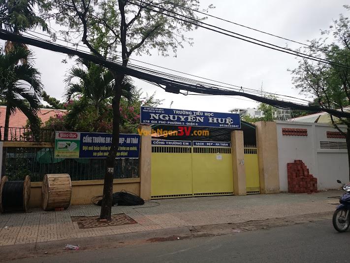 Vách ngăn vệ sinh Composite tại Trường tiểu học Nguyễn Huệ, Quận 6, TP HCM