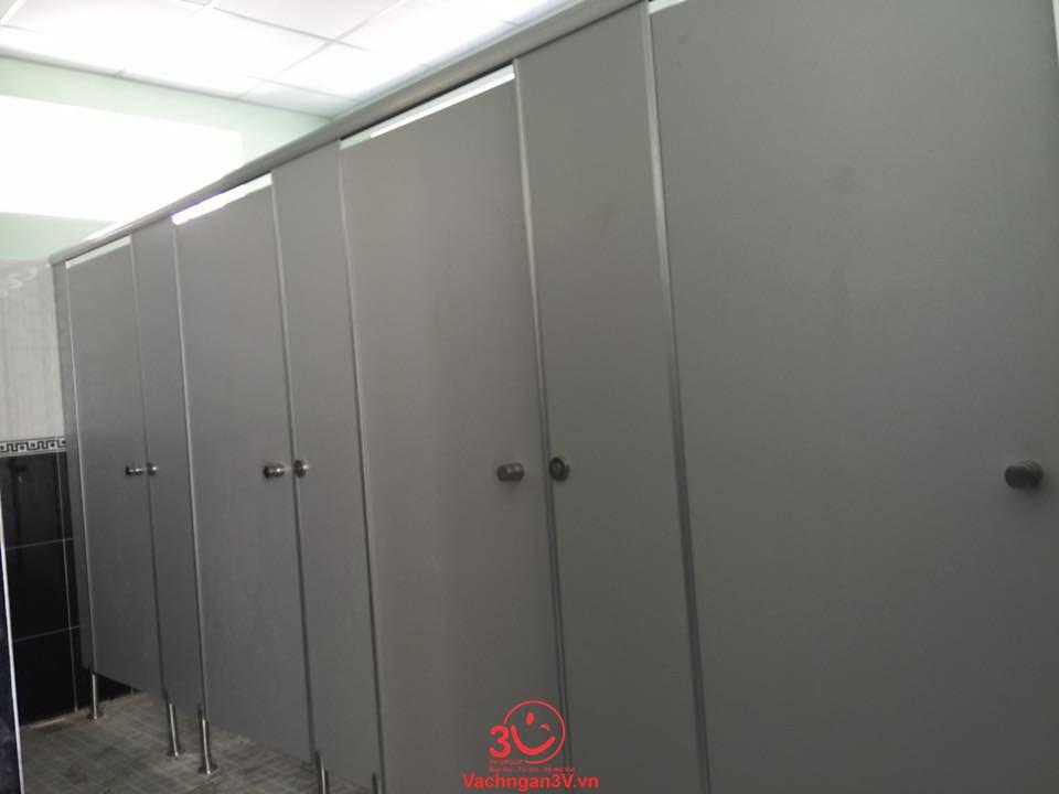 tấm vách ngăn toilet