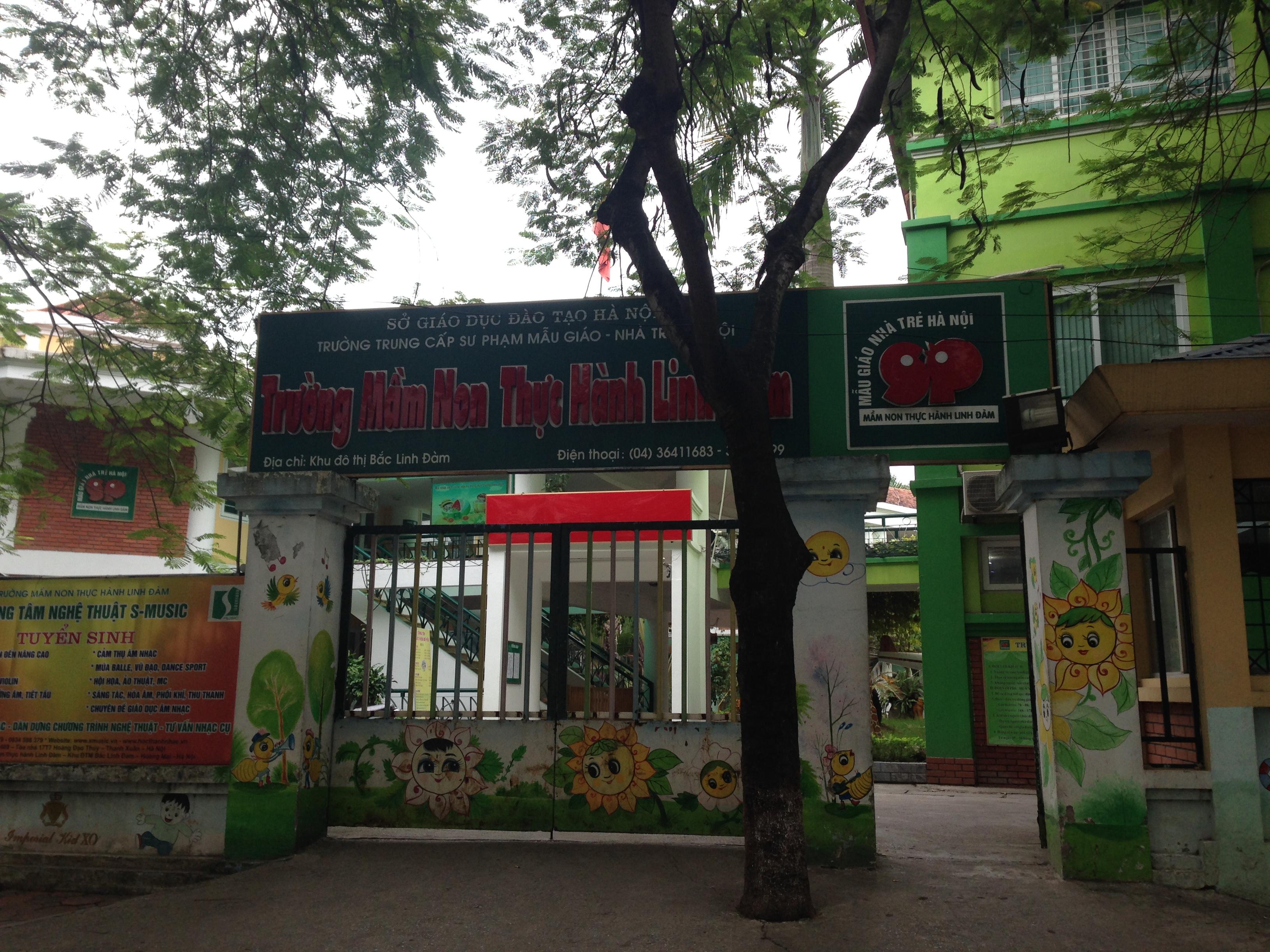 Lắp vách ngăn nhà vệ sinh trường mầm non Linh Đàm, Hà Nội