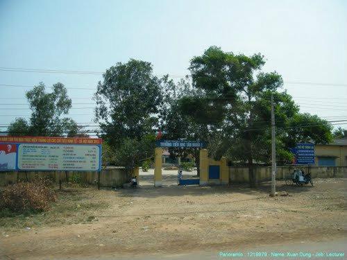 Lắp đặt vách ngăn toilet ở Trường tiểu học Tân Nghĩa, Hàm Tân, Bình Thuận