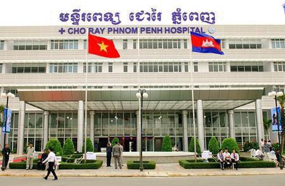 Thi công vách ngăn compact Bệnh viện Chợ Rẫy – Phnôm Pênh