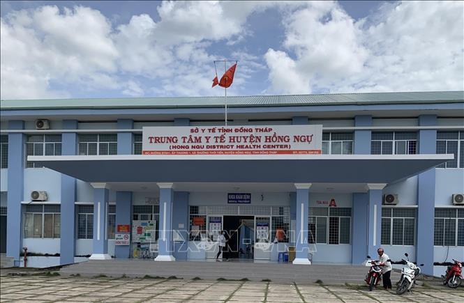 Thi công vách ngăn nhà vệ sinh tại công ty Bảo hiểm xã hội thị xã Hồng Ngự, tỉnh Đồng Tháp